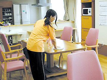 食堂のテーブル・イスの清掃・除菌